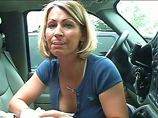 BravoTube Porno - Sexy Milf Gives An Amazing Head In The Car And Swallows Cum