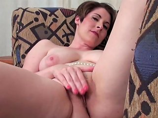 ZedPorn Porno - Gorgeous Natural Titties On A Short Haired Solo Temptress